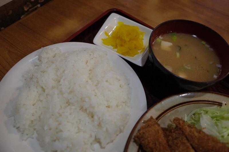 東池袋キッチン南海串カツイカミックスのご飯 お新香 味噌汁