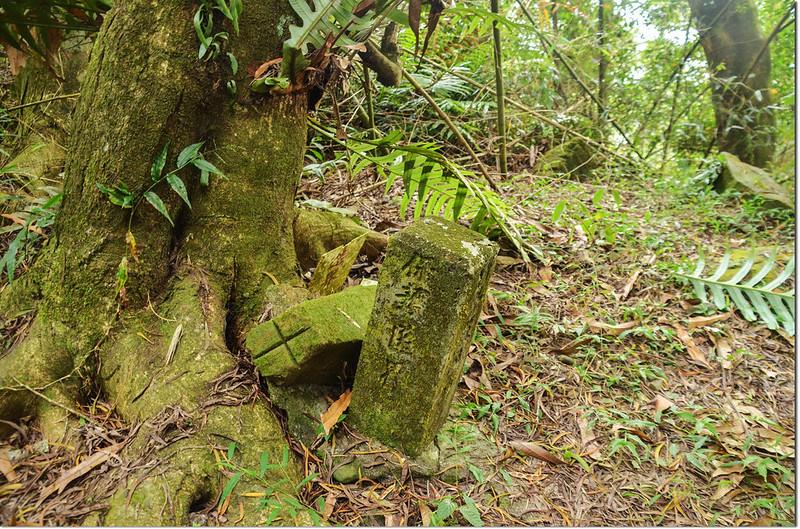 三縣界山高屏溪水源保護區界及另一顆十字自然石(Elev. 957 ) 1