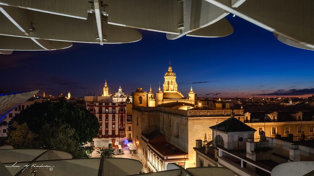 Una ventana a la noche (Sevilla desde Metropol Parasol, las setas) en Urbana y Arquitectura45105906535_16530d66b2_b