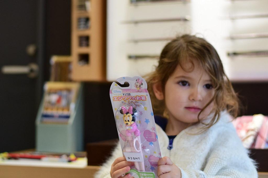Para los niños palillos infantiles (son geniales y muy fáciles de utilizar) y para nosotros unos elegantes