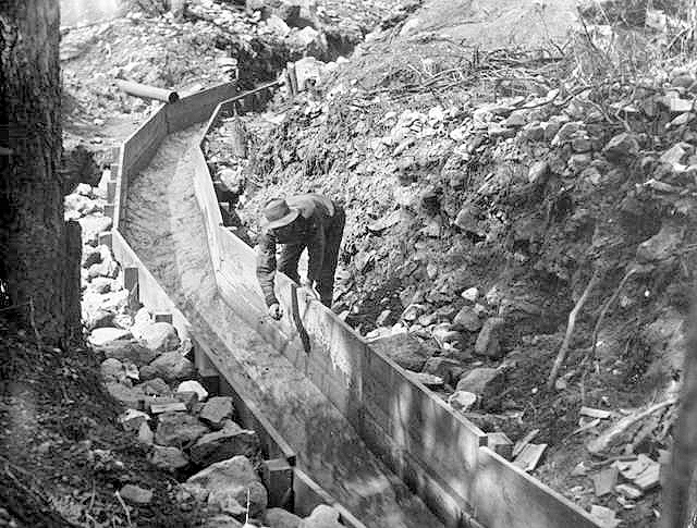 Sluice for separation of gold from dirt with water