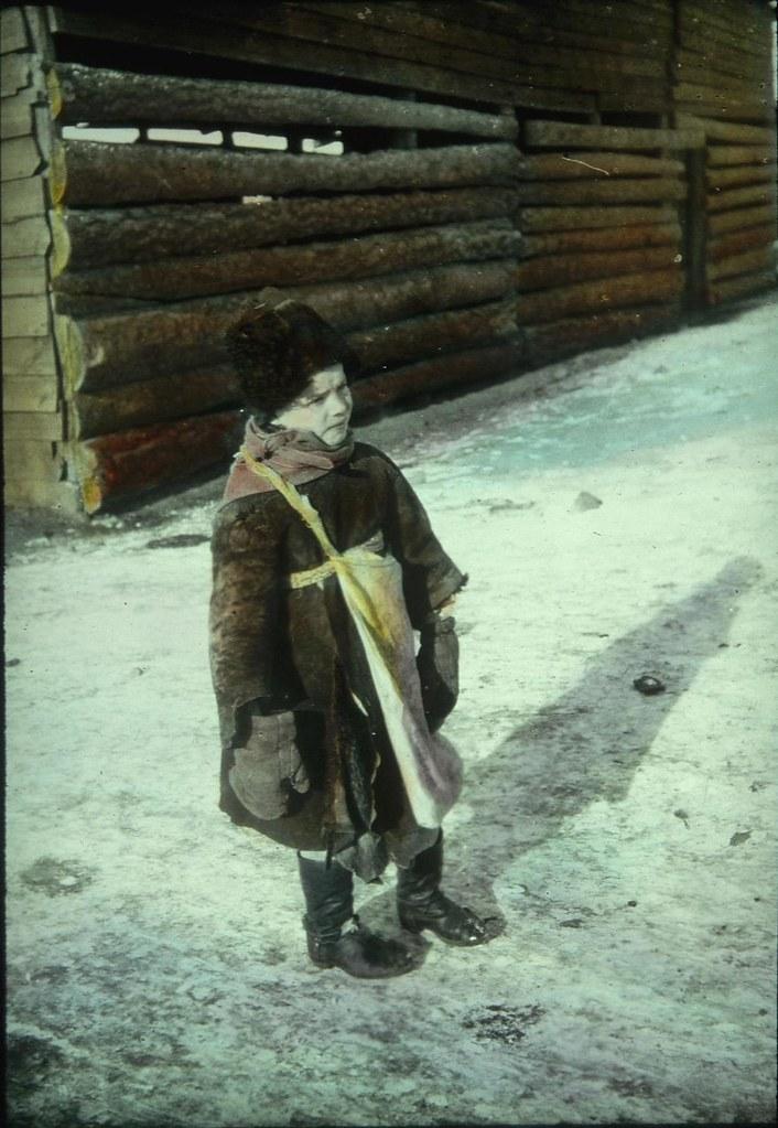 Мальчик в зимней одежде