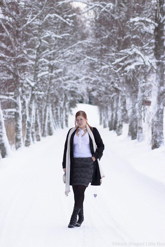 Outfit_white_shirt_tartan_skirt-21