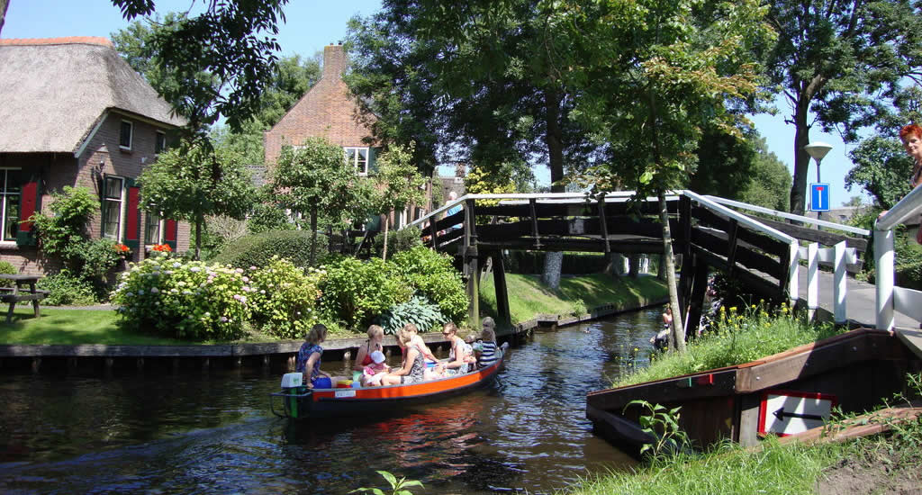 Canals in The Netherlands: Giethoorn, The Netherlands | Your Dutch Guide