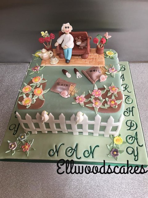 Cake by Ellwood's Cakes