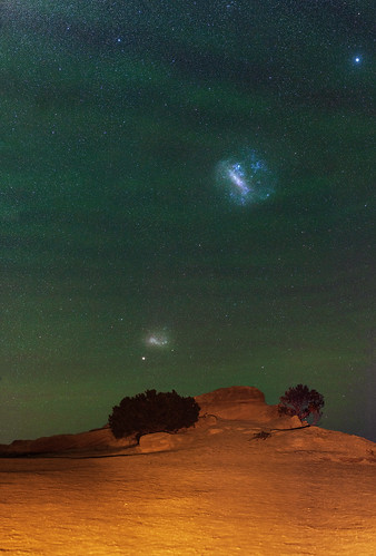 Outback Airglow and the Magellanic Clouds - The Pinnacles Desert, Western Australia