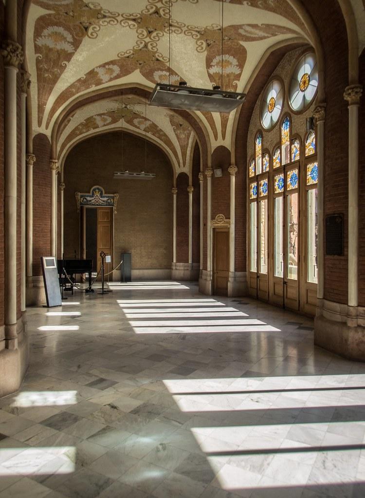 Les couloirs ensoleillés de Sant Pau... 45441603374_bede3b33e1_b