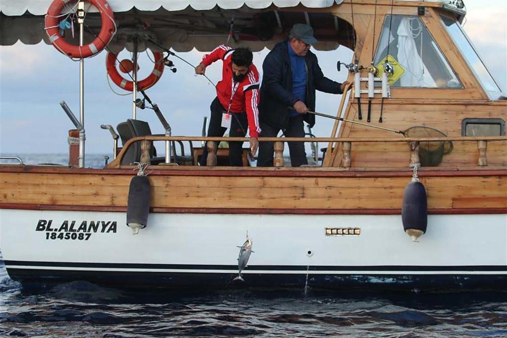 Balıkçılar kıyasıya yarıştı