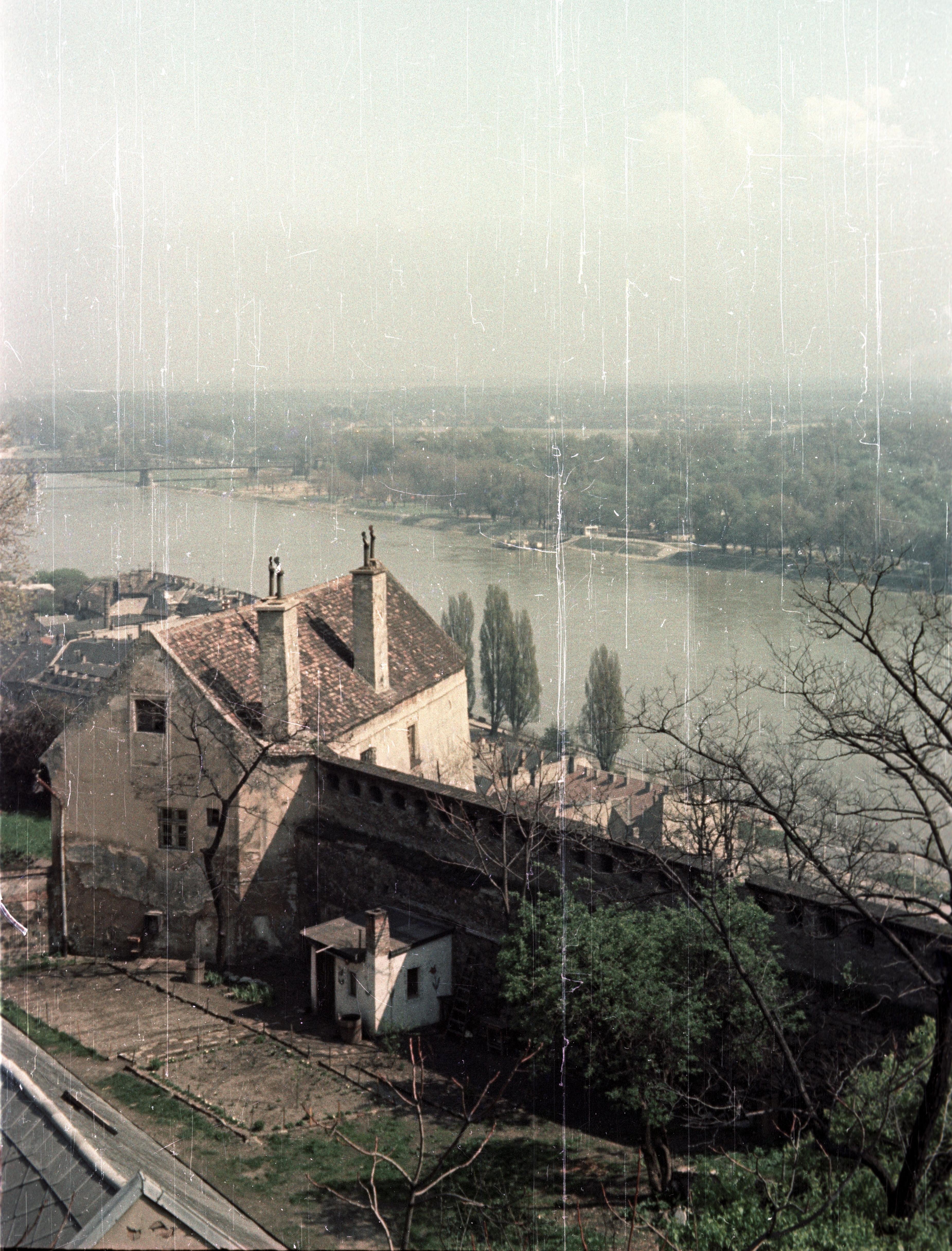 Братислава.  Вид с замка на железнодорожный мост