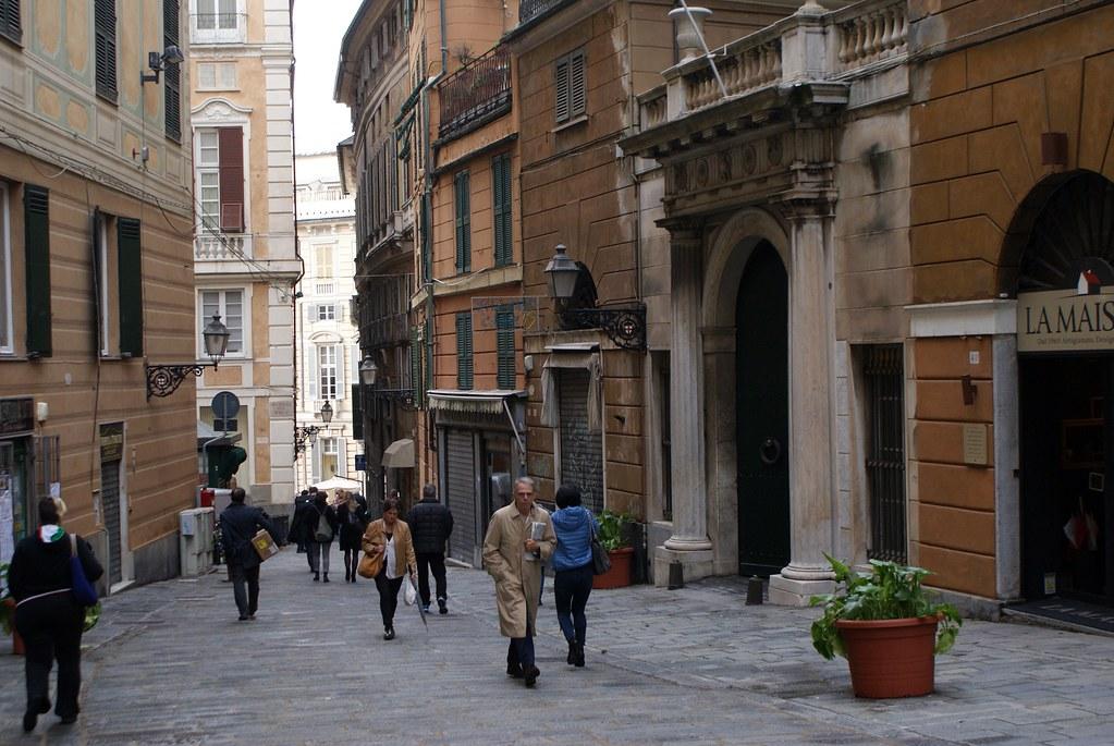 Salita Santa Caterina dans le quartier de San Vincenzo à Gènes en descendant vers la Vieille Ville.