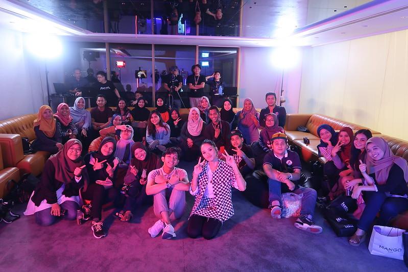 Ain Edruce Dan Ismail Izzani Bersama Penonton (2)