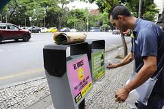 Adesivação das lixeiras da Avenida Afonso Pena