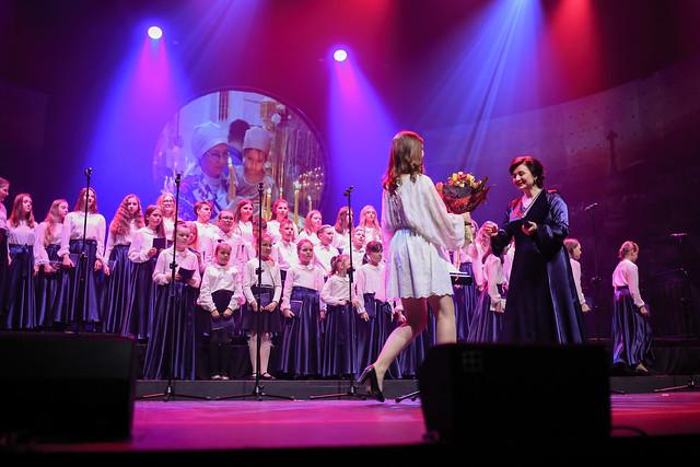 Występ chóru dziecięcego w OiFP