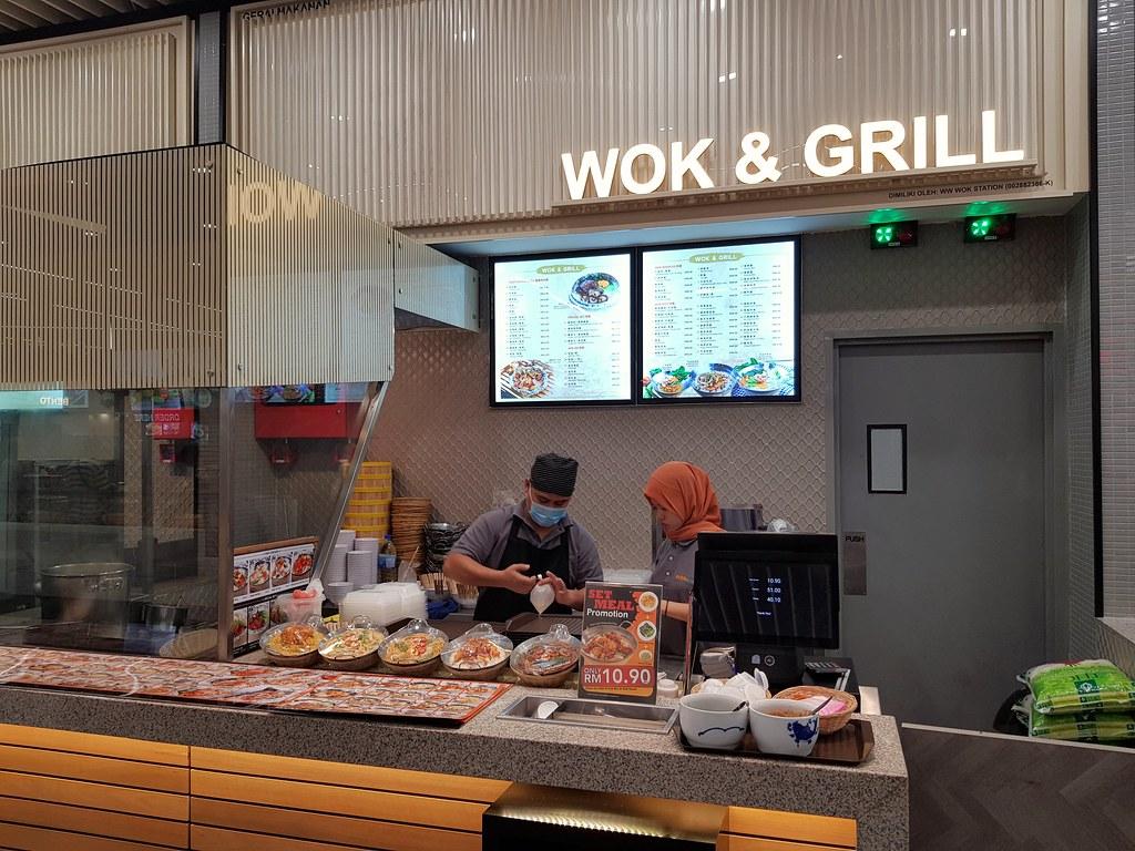干辣椒牛肉锅配鸡蛋, 蚝油菜和汤 Dried Chili Beef w/Telur Dada, Oyster Sauce Vege & Soup of the Day rm$10.90 @ Wok & Grill at 大食坊 Food Arcade, PJ Paradigm Mall