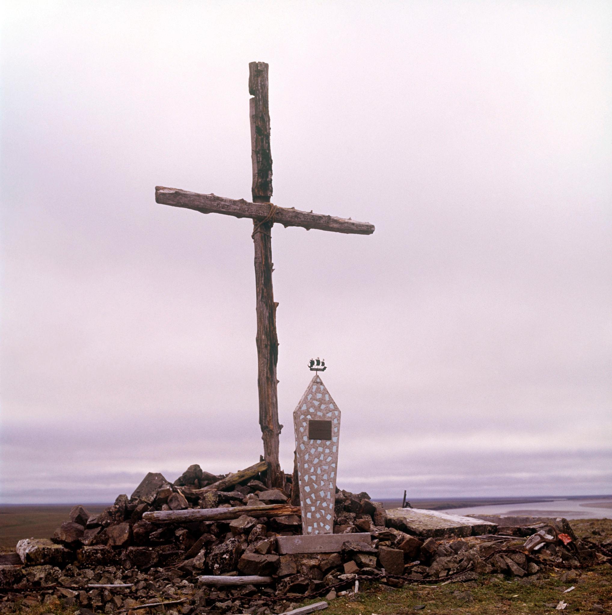 1970-е. Памятник на месте гибели экспедиции американского путешественника Де-Лонга в устье реки Лены (2)