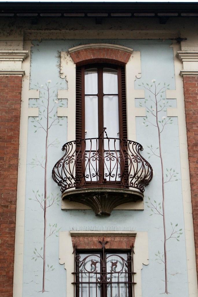 Détail insolite d'une façade du quartier de Borgo Po à Turin.