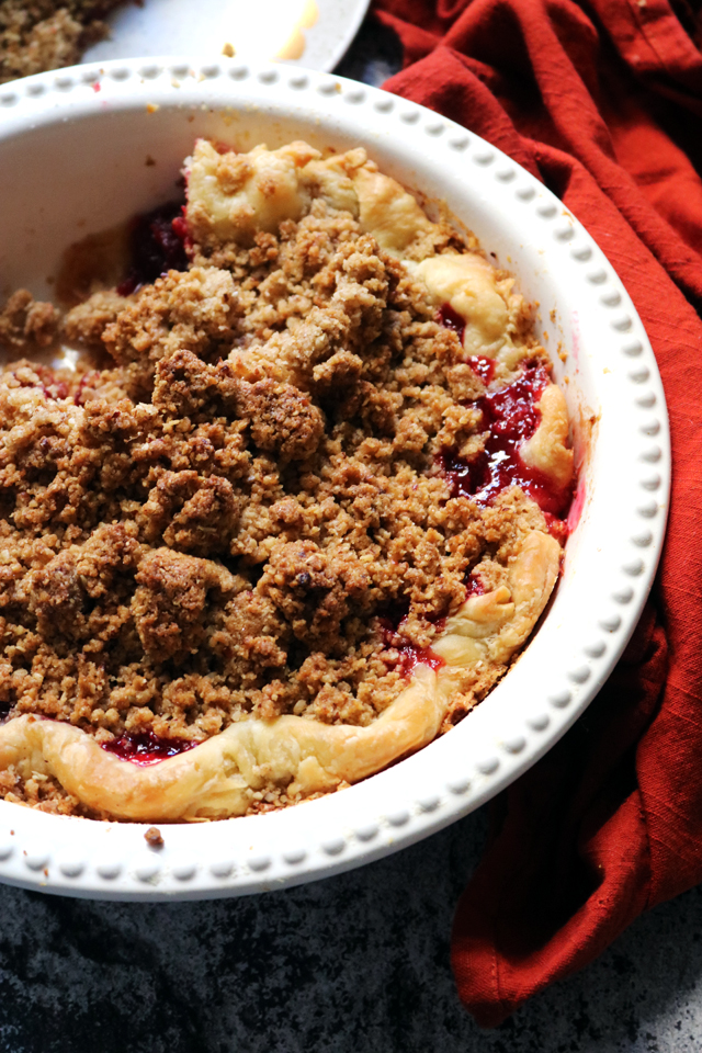 Cranberry Pie with Oat-Pecan Crumble