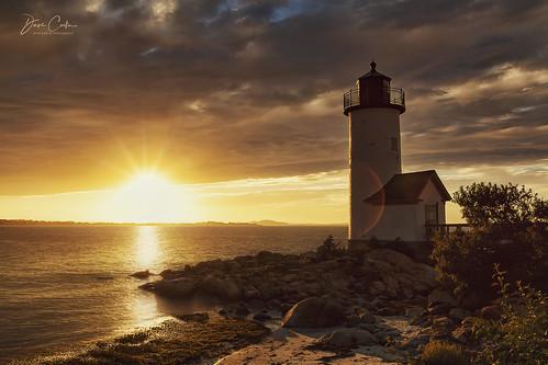 annisquam lighthouse massachusetts newengland atlantic ocean east coast sea golden hour light shadow