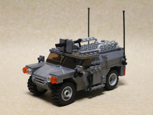 LEGO Light Armored Vehicle, Canon EOS M10, Canon EF-M 15-45mm f/3.5-6.3 IS STM