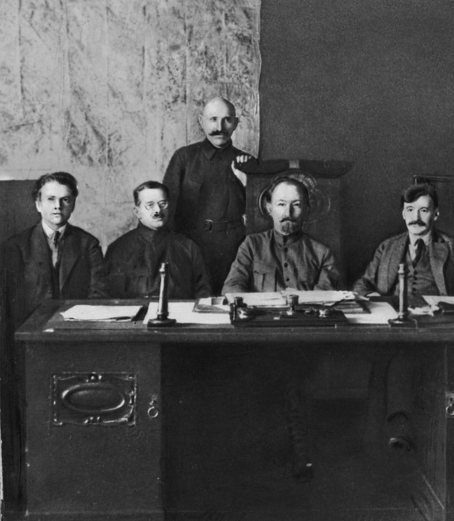 1922. Ф.Э.Дзержинский с руководством ЧК, в том числе с Яковым Христофоровичем Петерсом