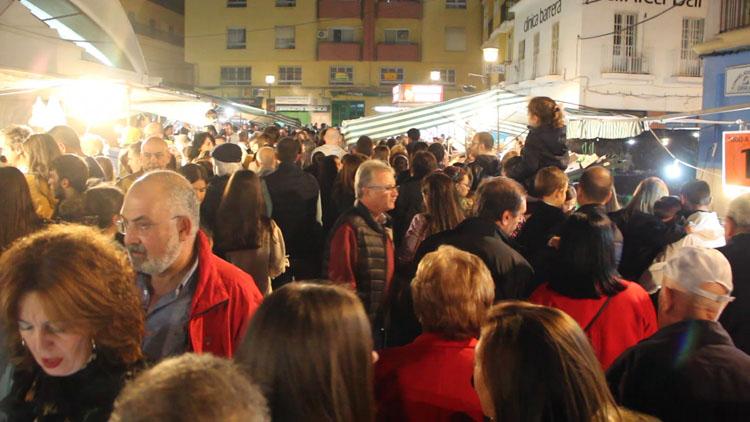 Algeciras celebra los Tosantos con un ambiente excepcional en la plaza de abastos