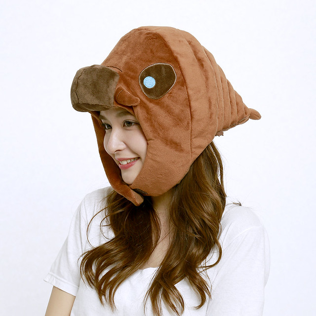 摩姐真的變成摩姐了!?GODZILLA STORE 推出超可愛《摩斯拉》摩斯拉幼蟲布偶帽(モスラ着ぐるみCAP)!