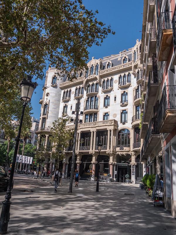 Façades barcelonaises... 45693982661_eea63d12bf_c