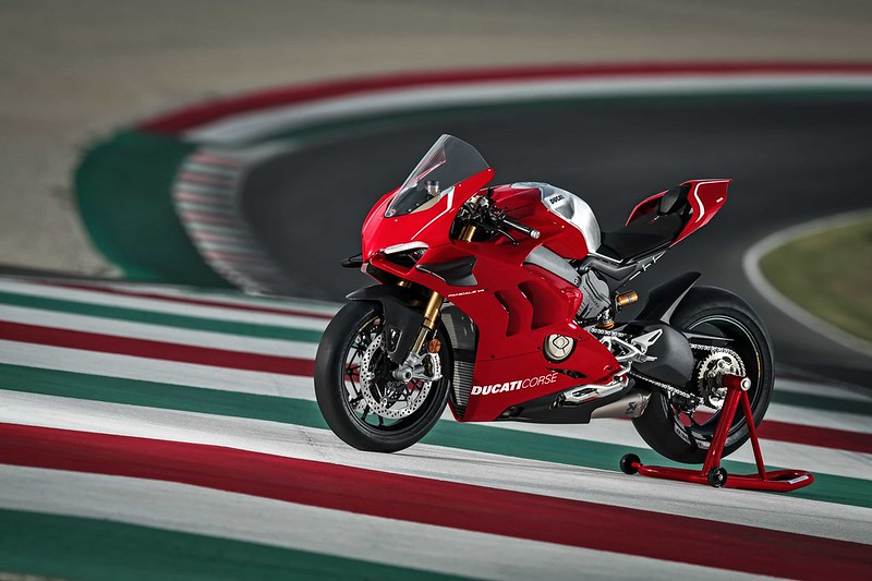 01_DUCATI PANIGALE V4 R ACTION_UC69239_Mid