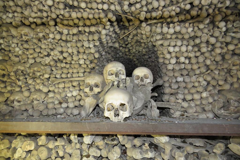 Выбирай место где помереть  а то случится так  что туристы будут кидать монетки в твой черепок.