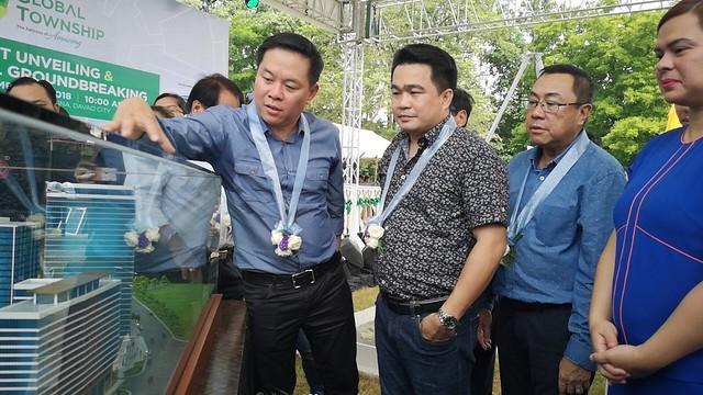 Davao Global Township - Jose Soberano of Cebu LandMasters and Fred Yuson of YHES Inc. with Mayor Sara Duterte and VM Bernie Al ag IMG_20181123_104332