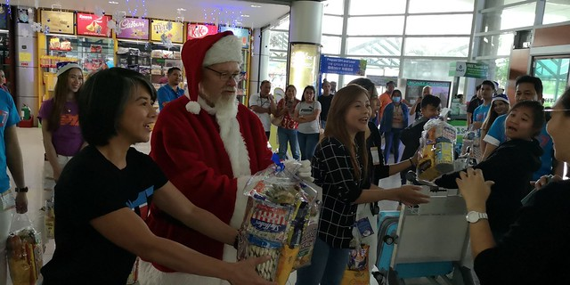 Globe Christmas Surprise Salubong of BalikBayans at the Francisco Bangoy International Airport IMG_20181218_163419_2