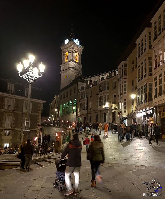 13.000 velas iluminan el Casco Viejo de Vitoria Gasteiz en la Noche de las Velas  (2)
