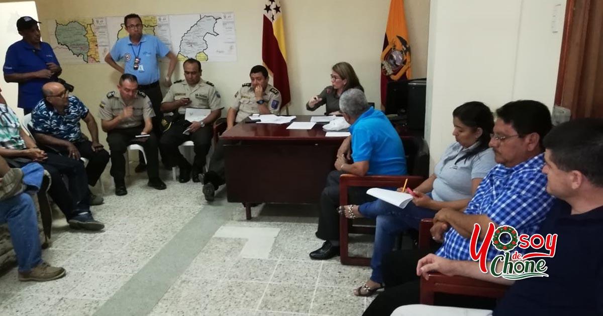Exitosa reunión de trabajo entre las autoridades locales y habitantes de ciudadelas ubicadas en la vía Chone Canuto con los transportistas urbanos