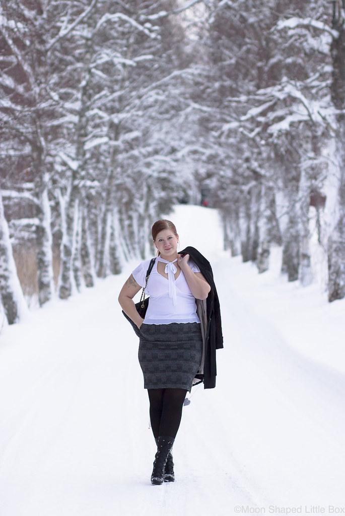 Outfit_white_shirt_tartan_skirt-10