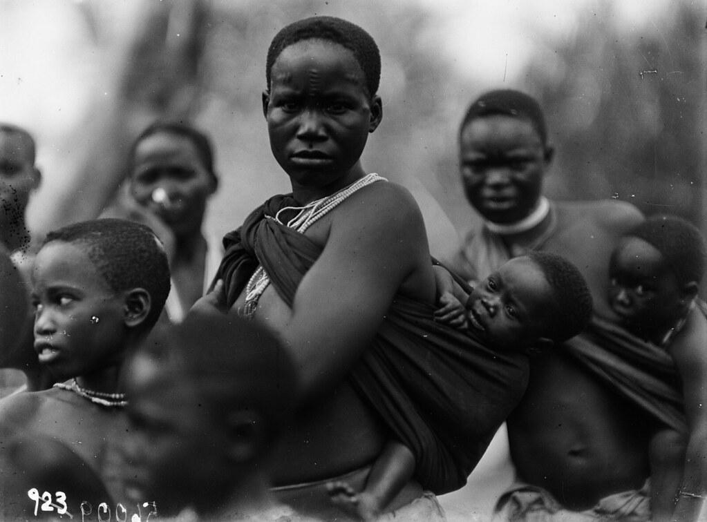 Чама. Женщины вазенга с детьми