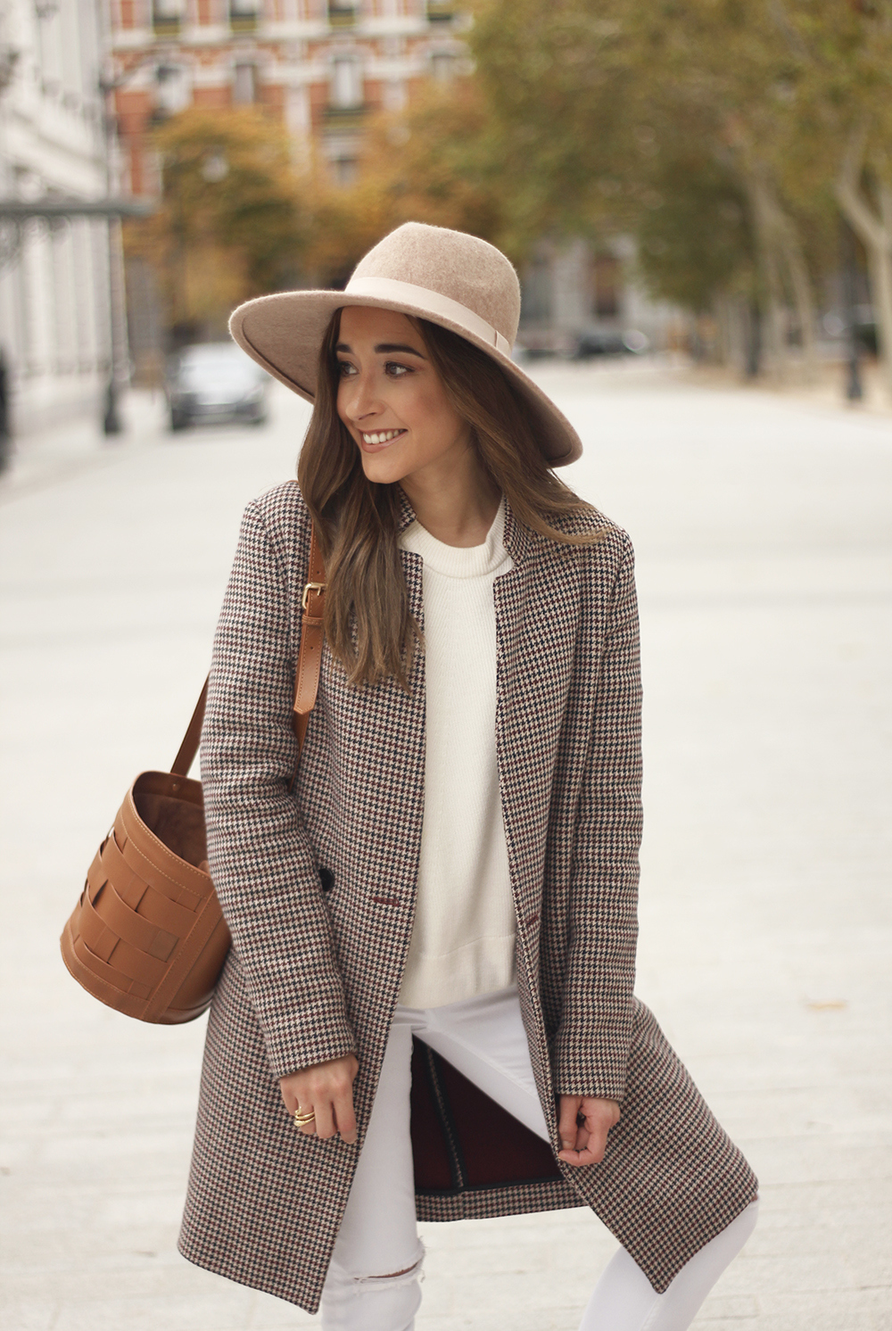 houndstooth coat beige coat white jeans converse street style fall outfit 20186630