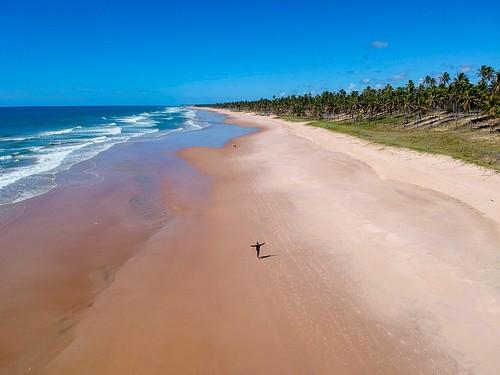 Praia é toda minha! #dronephotography #djispark #drone #DroneDJI