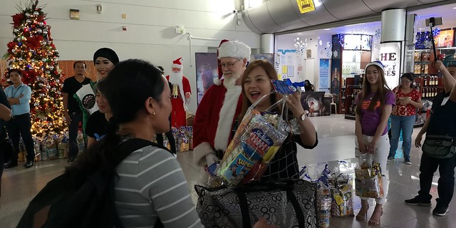 Globe Christmas Surprise Salubong of BalikBayans at the Francisco Bangoy International Airport IMG_20181218_165449_2