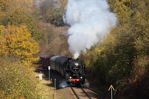 2018-10-20; 0080. IGE Werrabahn 52 1360-8 met DLr 402. Walldorf. Plandampf im Werratal, Dampffinale.