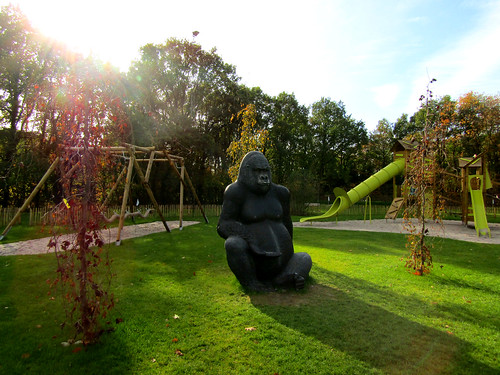 outdoor playground with gorilla in Tarzan en Jane Indoor Playground