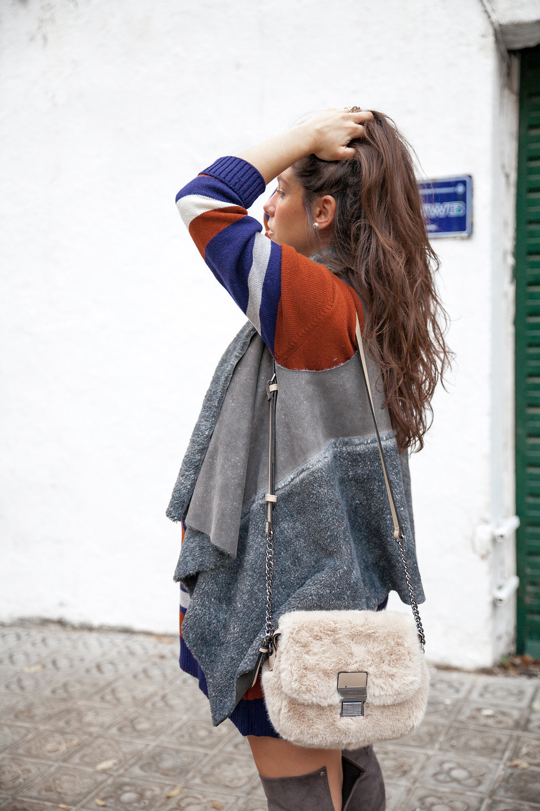 06_Vestido_rayas_punto_chaleco_look_embarazo_tercer_trimestre_theguestgirl_fashion_influencer_fashion_portugal_brand_ruga