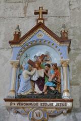 Chemin de croix, VIe station, église romane Saint Martin (XIIe), Arces, Saintonge, Charente-Maritime, Nouvelle-Aquitaine. - Photo of Grézac