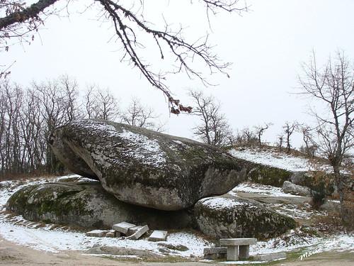 a Pedra Bolideira com neve (alguma) ...
