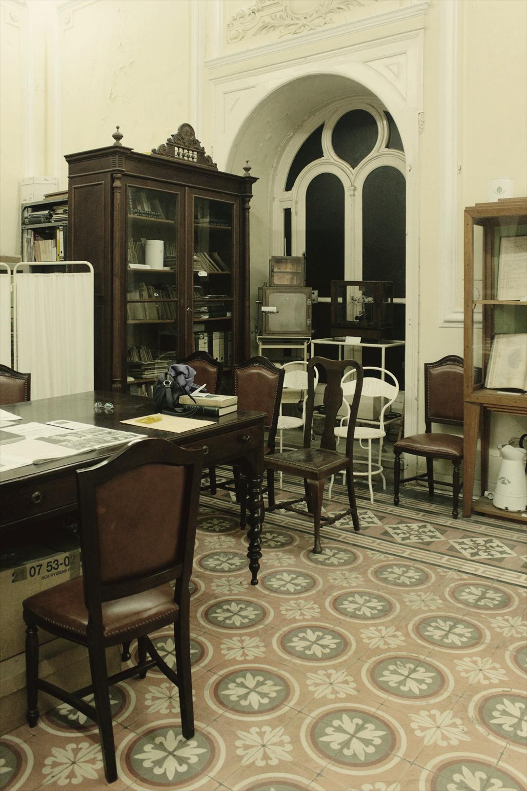 Sitting area, Museum of Portuguese Dermatology (Museu da Dermatologia Portuguesa).