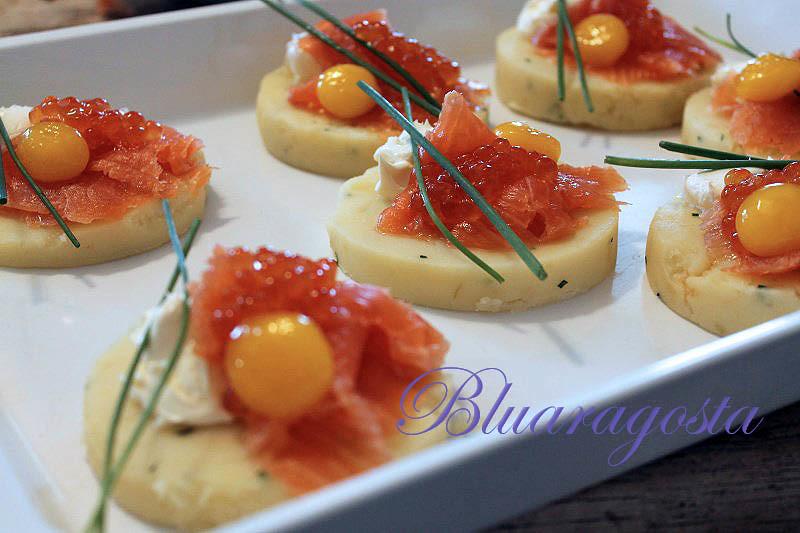 03-Tartine di patate con caviale di salmone e uovo marinato