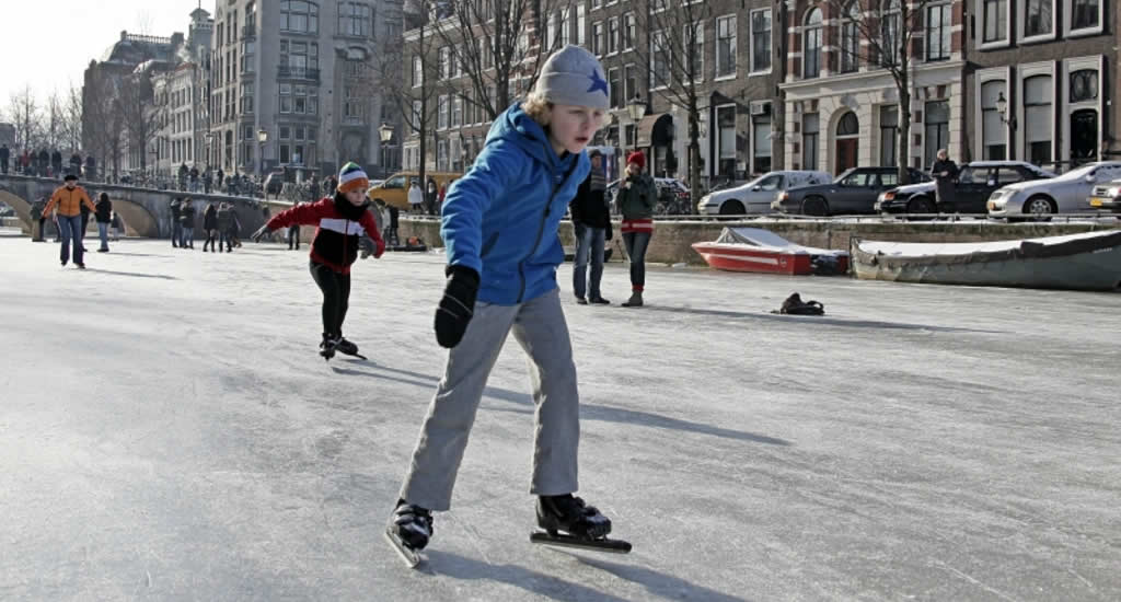 Winter in Amsterdam, ice skating in Amsterdam | Your Dutch Guide