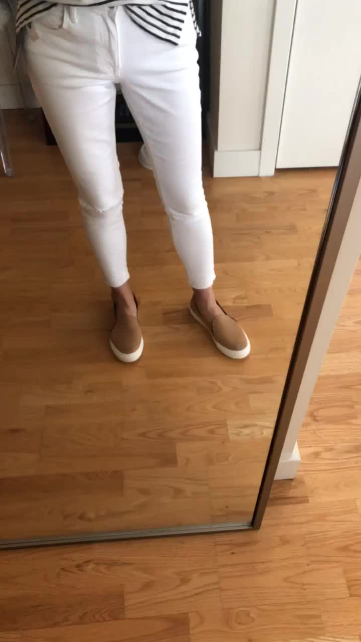 Old Navy Mid-Rise Distressed Rockstar White Jeans, size 0P