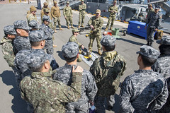 Chief Navy Diver Eric Real discusses hot tap procedures with Republic of Korea Navy counterparts during a training evolution, March 14. (U.S. Navy/MC1 Mark Meredith)