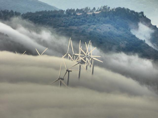 Molinos y niebla. mills and fog. les moulins et le brouillard. mulini e nebbia. moinhos e nevoeiro.