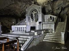 la Sainte Baume (le sanctuaire la grotte de Marie Madeleine) dans le Var-8-cliche Jean Weber